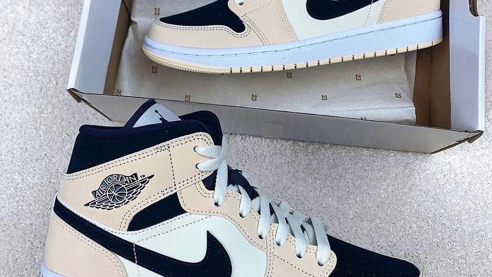 "Nike Air Jordan 1 Mid ""Light Cream Black"""