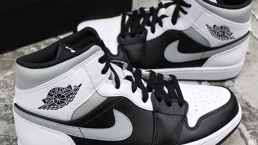 "Nike Air Jordan 1 Mid ""Black Smoke Grey"""