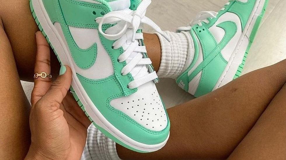 "Nike Dunk Low ""Green Glow"""