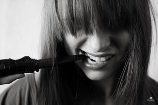 Ivana, das Model das Waffen mag :-)