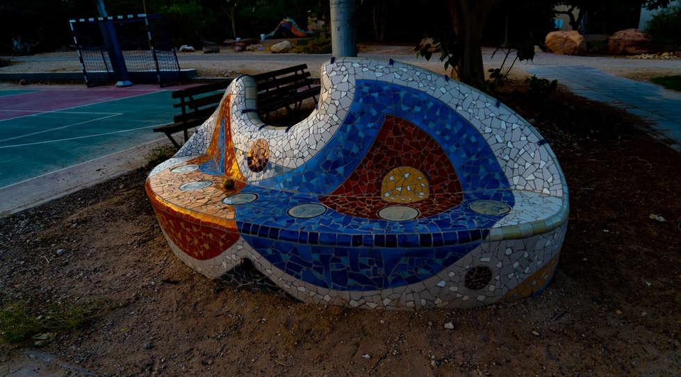 ספסל פסיפס, יצירה משותפת של האמנית המקומית נגה בראון והאמן הירושלמי דרור אשד