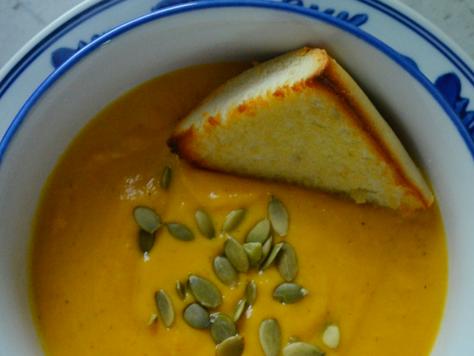 Warm & Cozy Autumn Squash Soup