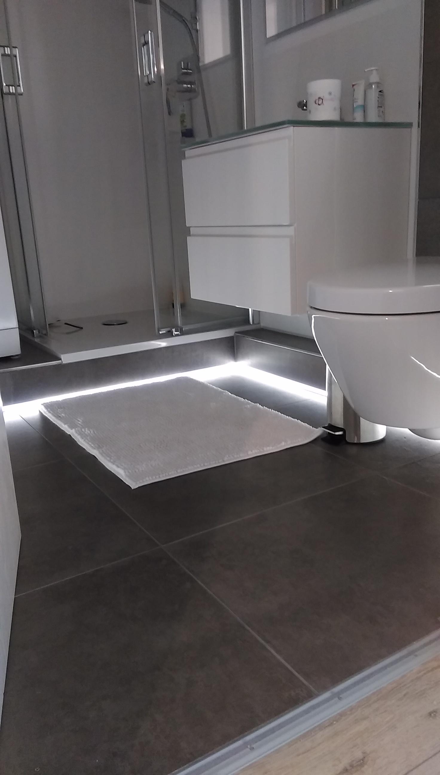 Bad LED Fußbodenbeleuchtung
