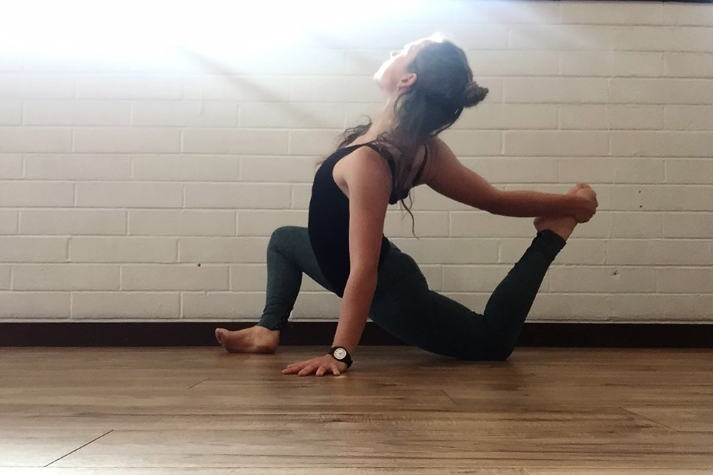 Lizard Lunge with Bind