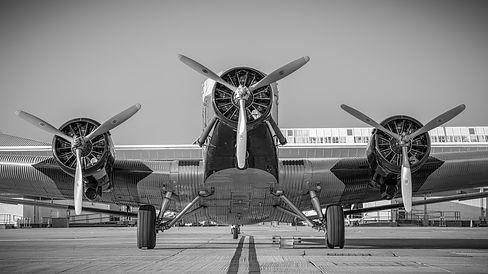 gray-airplane-638698.jpg