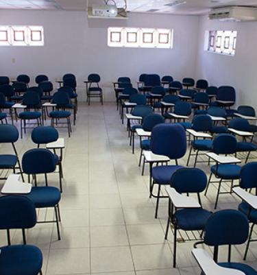 sala para 80 pessoas