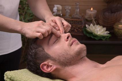 Le massage mukhabhyanga