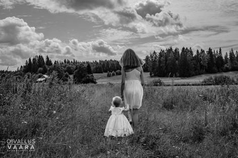 Tytöt_Oivallusvaara_miljökuvaus