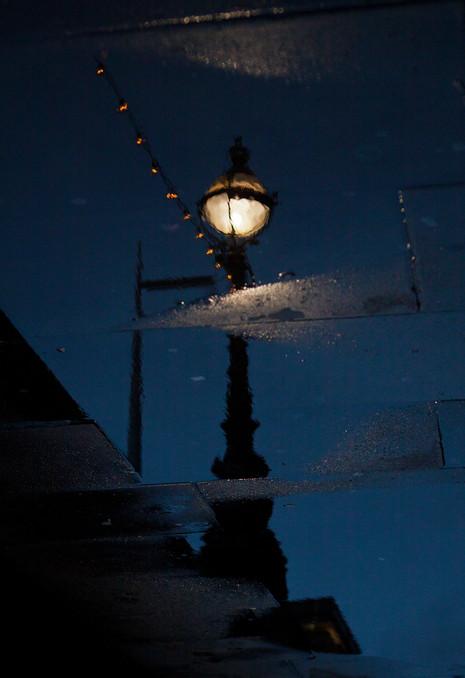 Liquid Lamp Post