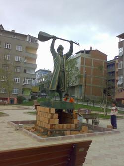 Pir Sultan Abdal Heykeli