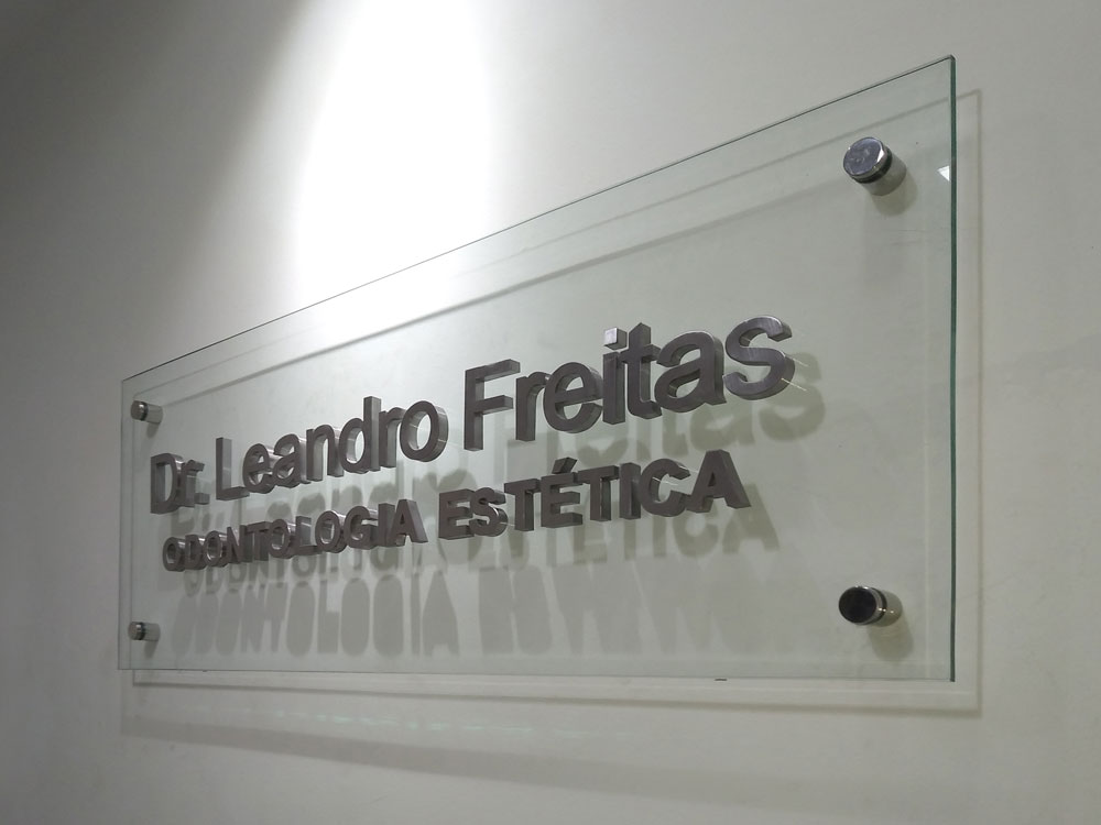 DR. LEANDRO FREITAS