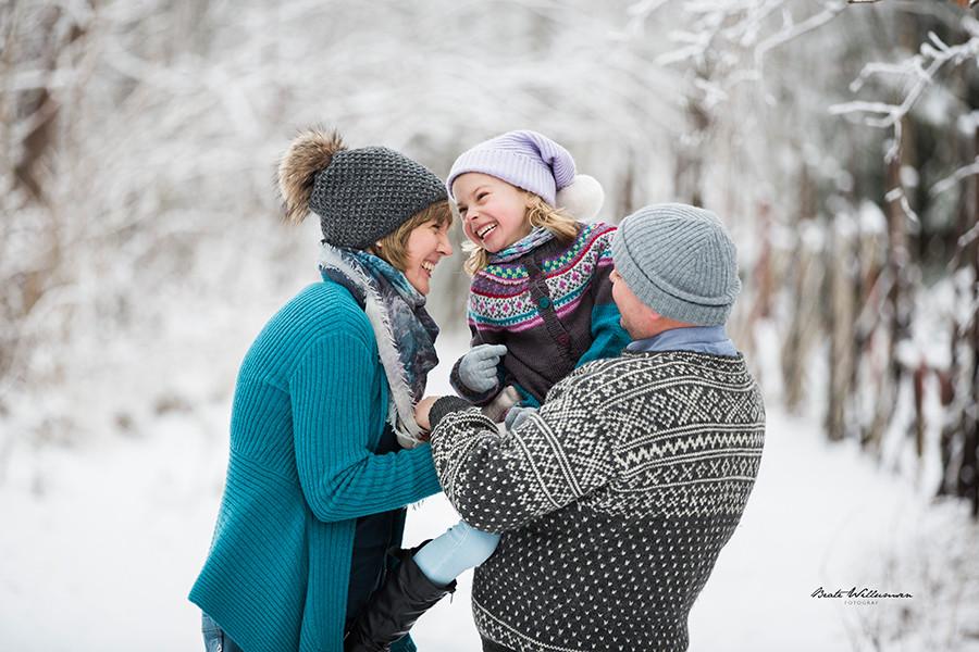 Familiefotografering ute om vinteren