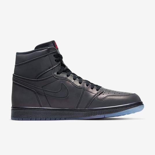 Air Jordan 1 High Zoom Fearless_3.jpg