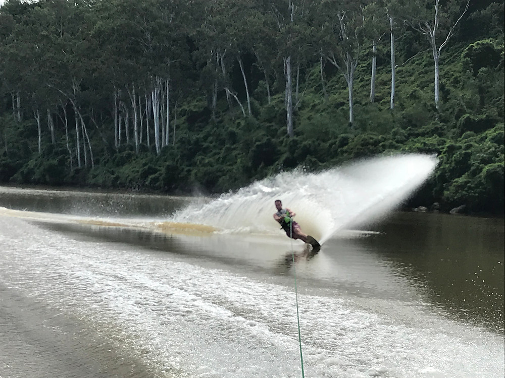 brisbane river waterskiing and wakeboarding