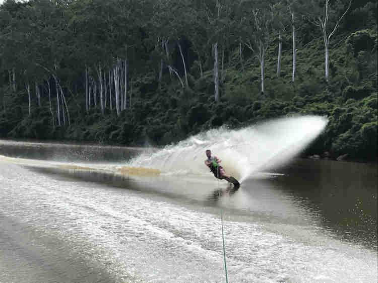 brisbane river waterskiing and wakeboarding
