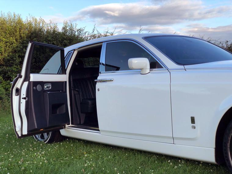 Rolls-Royce-Phantom-Door-Open.png