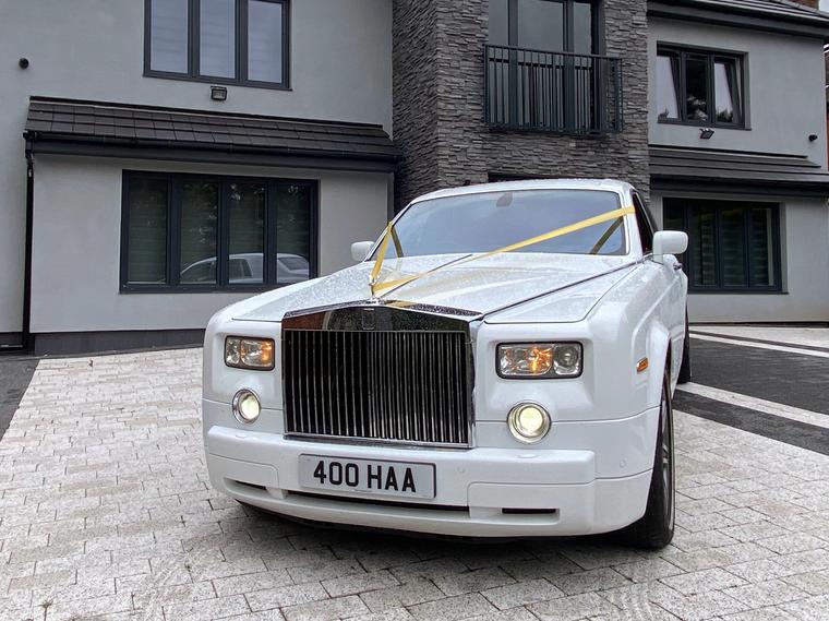 Rolls Royce Phantom on drive.png