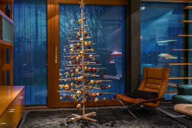 スロベニアの森から届いたクリスマスツリー☆彡