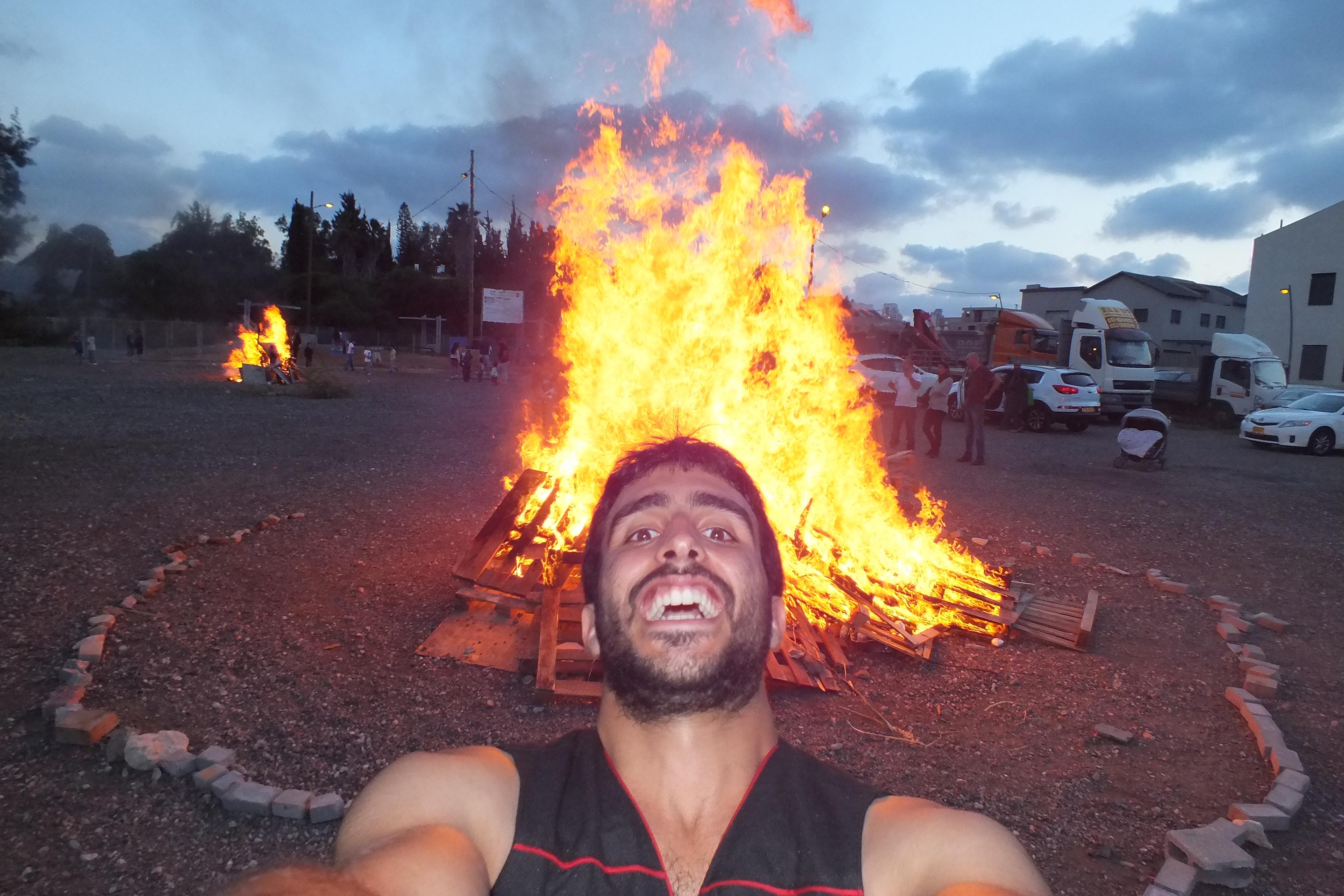 אומנם זה מופע אש בלג בעומר ולא בחנוכ