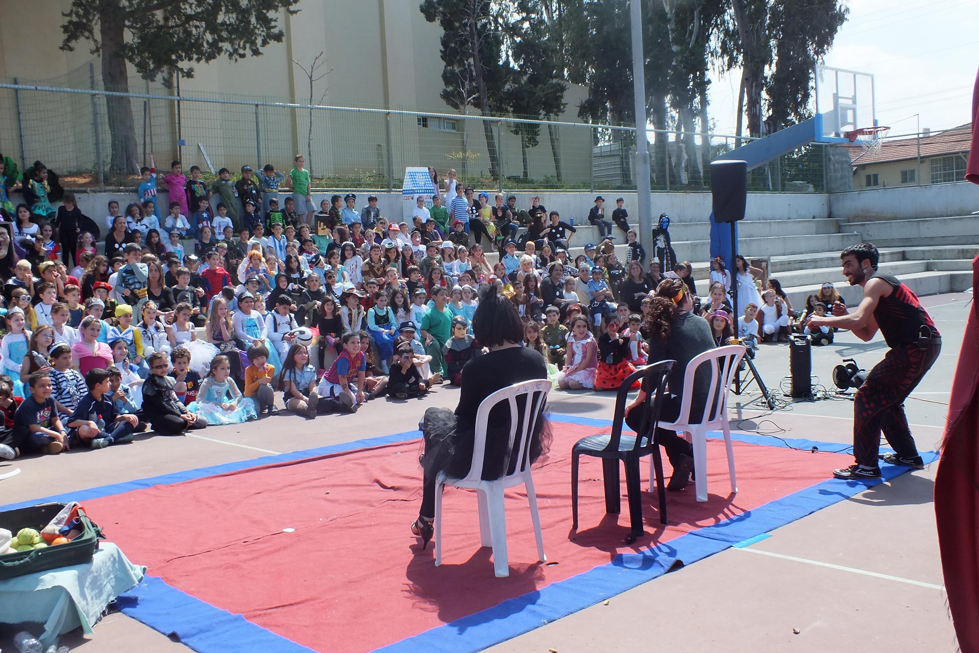 מתנדבים במופע ג'אגלינג