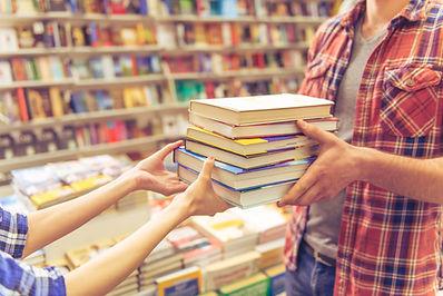 holding-Bücher