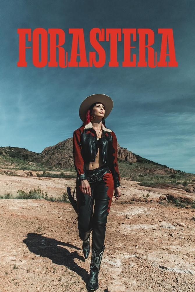 Montserrat Messenger Presenta Colección Forastera