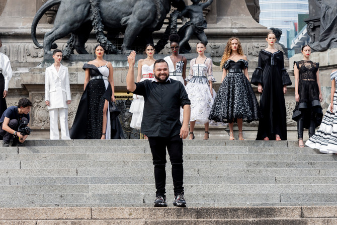 Benito Santos viste de moda el icónico Ángel de la Independencia con la presentación de su pletórica