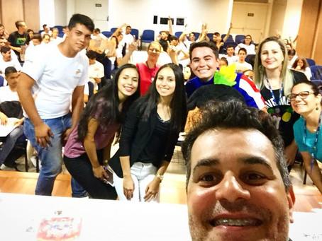 Cartunista Marcos Vaz realiza palestra para alunos do SENAC