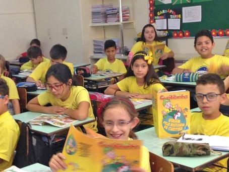 Alunos das escolas públicas de Curitiba recebem gibi Curitibinha