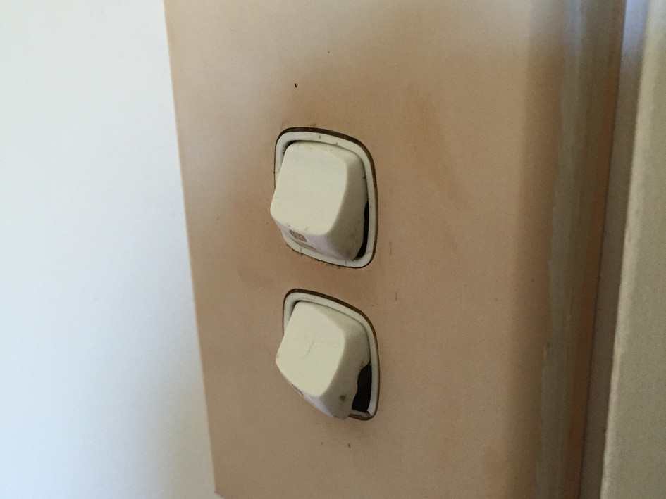 Unsafe light switch 01