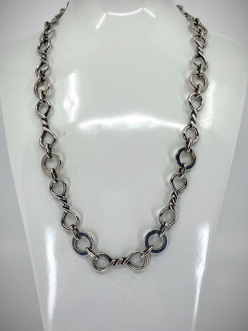 ref 45  Silver double twist 8 link necklace