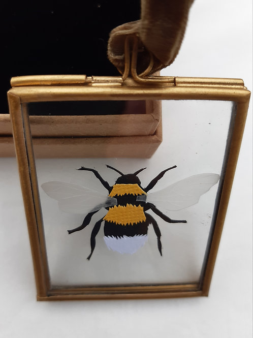 Handcut Bee Mini Hanging Frame