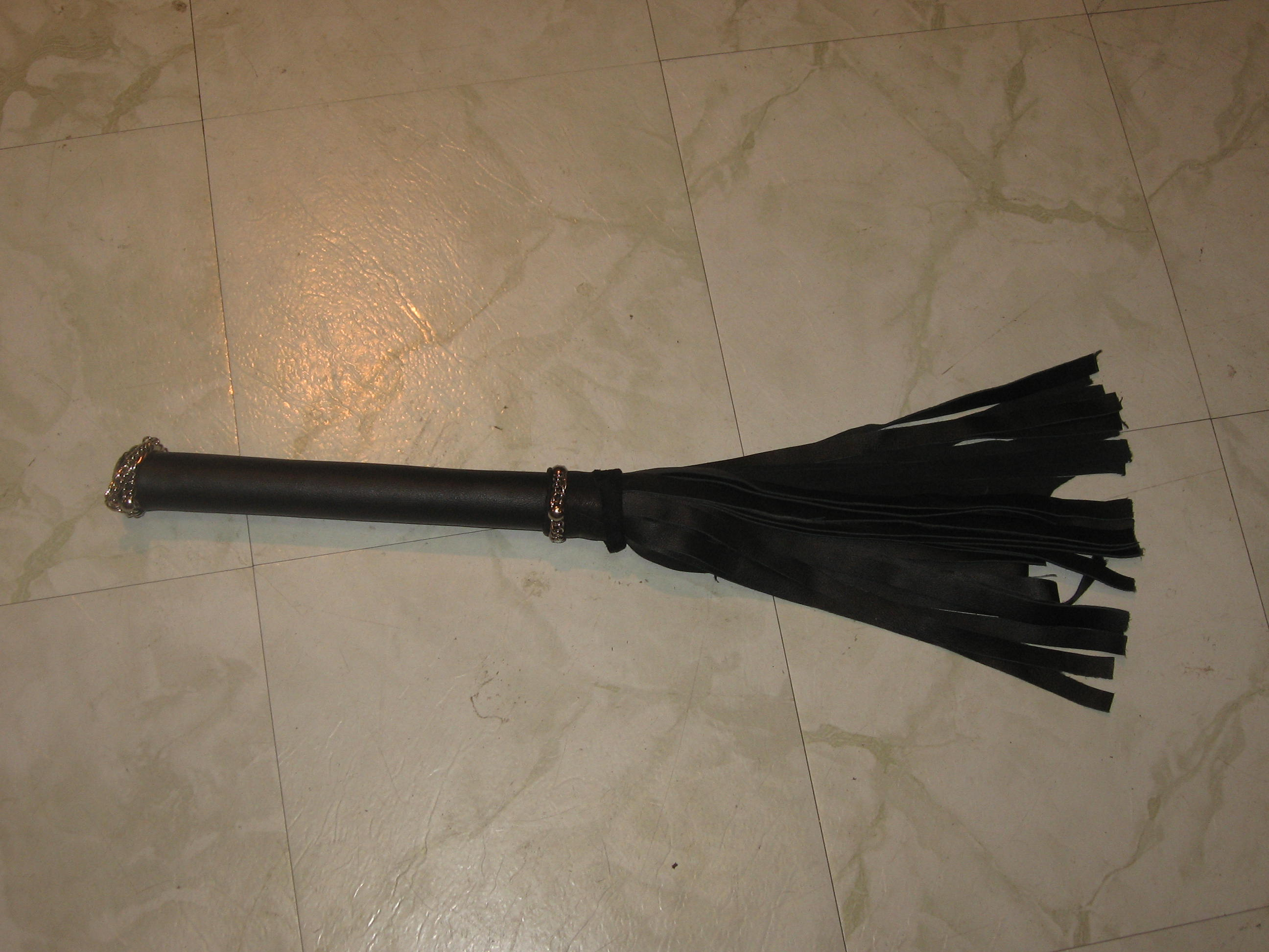 Custom Heavy Leather Flogger.jpg