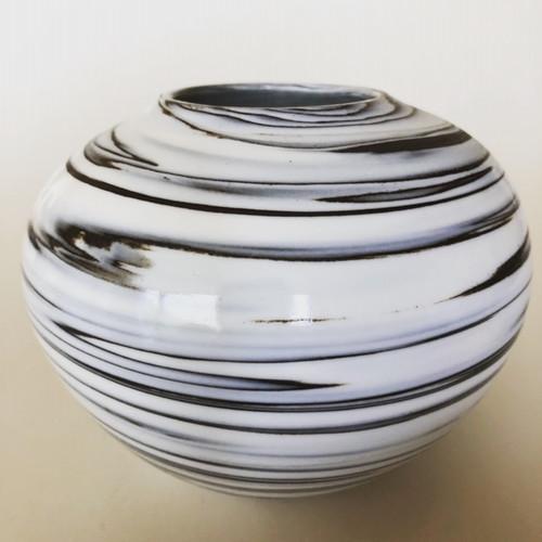 Porseleinen vaas steengoed decoratie