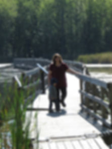 In this beatiful Gatineau Park, Bayou-Outaouai is offering hike on a floating bridge and rental boat and boat Tours on the Ottawa river and area