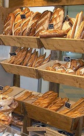 Comptoir des pains au Fournil de la Grange