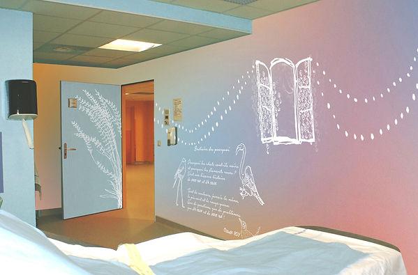Tandm Design, agence de design spécialisée dans la décoration murale dans une chambre de maternite