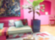 Tandm Design, agence de design spécialisée dans la décoration murale autour d'un canape