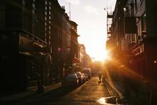 Pôr do sol em uma cidade