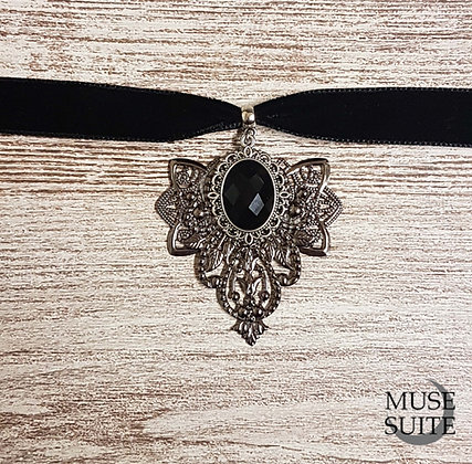 Haunted Choker - Gothic Baroque Line - Goth necklace in black velvet.