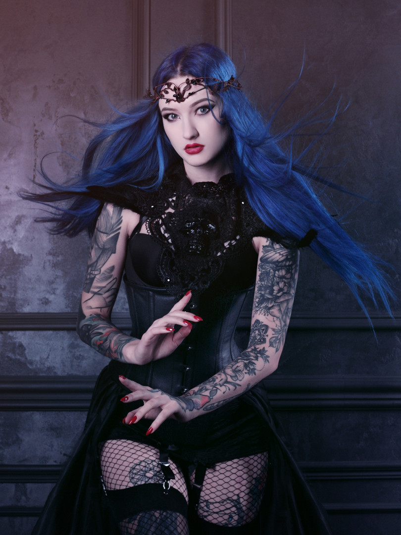 Black outfit, gothic crown