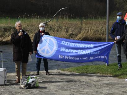 100 Sekunden vor Zwölf - Atomkriegsgefahr: Ostermarschierer in Wanfried warnen vor der Katastrophe