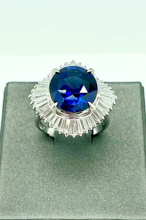 Vintage platinum 7.10 carat  Sapphire ring