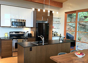 Full Kitchen with Island and Bar