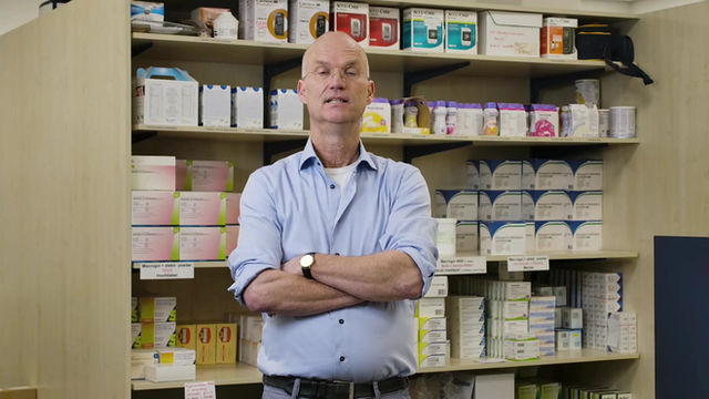 Apotheker Swen Kuipers laat zich vaccineren. U toch ook?