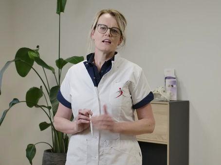 Fysiotherapeut Margot Versteeg zich laat vaccineren. U toch ook?