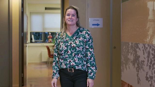 Doktersassistente Sandra Marissen laat zich vaccineren. U toch ook?