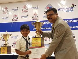 Vishwaa wins MAARs Maths Bee 2017-18.jpe