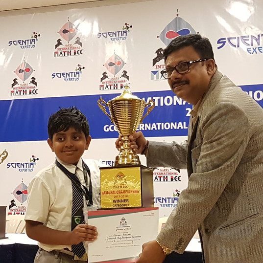Vishwaa wins MAARs Maths Bee 2017-18.jpe