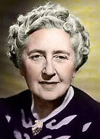 "<p class=""font_7"" style=""text-align: justify""><a href=""https://fr.wikipedia.org/wiki/Agatha_Christie""><u>Agatha Christie</u></a></p>"
